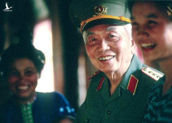 Dai tuong Vo Nguyen Giap duoi goc nhin cua hoc gia nuoc ngoai hinh anh 9 catherine_karnow_20_nam_va_2_buc_anh_dac_biet_ve_dai_tuong.jpg