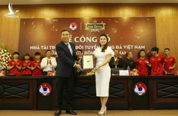 Bóng đá Việt Nam đón nhà tài trợ mới - 1