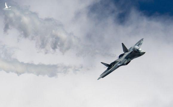 """Su-57 Nga thản nhiên bay qua 6 căn cứ Mỹ ở Iraq và Syria: Washington """"vuốt mặt không kịp"""""""