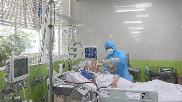 Bệnh nhân tập tự cầm ly uống nước. Ảnh do bệnh viện cung cấp.
