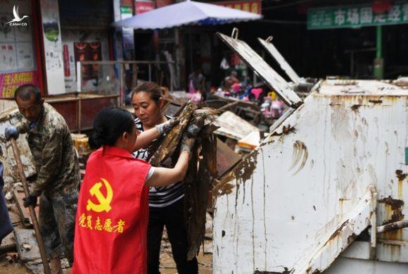 Lũ lụt ở Trung Quốc làm nhiều người chết, ông Tập yêu cầu tập trung nỗ lực cứu hộ - Ảnh 4.