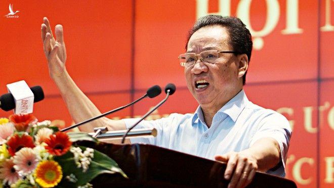 GS Phùng Hữu Phú, Phó chủ tịch Hội đồng Lý luận T.Ư, báo cáo tại hội nghị /// Ảnh Gia Hân