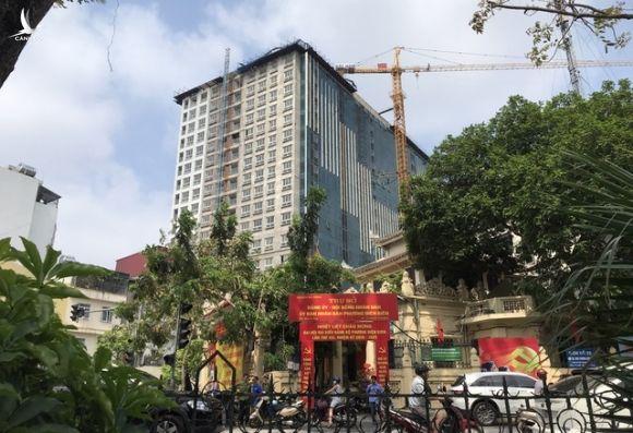 Chủ tịch Hà Nội: Không có cơ sở dừng cắt ngọn nhà 8B Lê Trực - 1