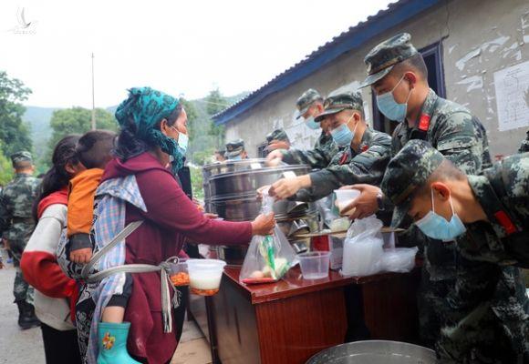 Lũ lụt ở Trung Quốc làm nhiều người chết, ông Tập yêu cầu tập trung nỗ lực cứu hộ - Ảnh 3.