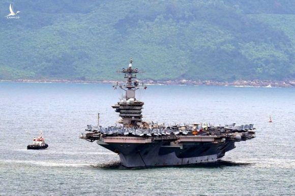 Tàu sân bay USS Theodore Roosevelt trong chuyến thăm Đà Nẵng hồi tháng 3 /// Độc Lập