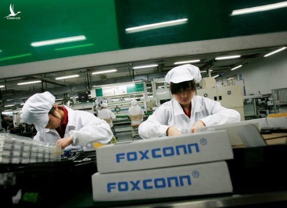 Công nhân tại nhà máy của Foxconn ở tỉnh Quảng Đông, Trung Quốc /// Ảnh: Reuters