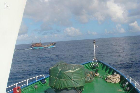 Bảo vệ chủ quyền trên biển: Bão gió cũng phải làm nhiệm vụ xua đuổi - ảnh 1