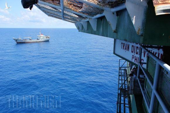 Bảo vệ chủ quyền trên biển: Bão gió cũng phải làm nhiệm vụ xua đuổi - ảnh 2