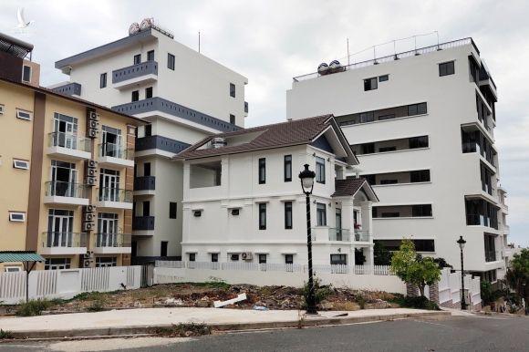 Biệt thự xây sai quy hoạch trong dự án ở Nha Trang, hồi cuối tháng 6. Ảnh: Xuân Ngọc.