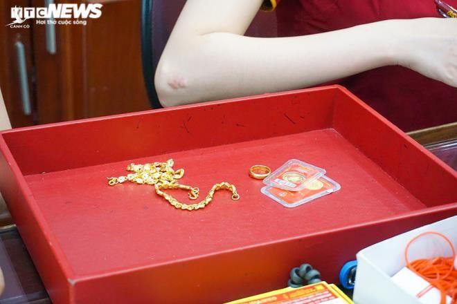 Vàng đắt chưa từng có, dân rồng rắn kéo nhau đi bán - 7