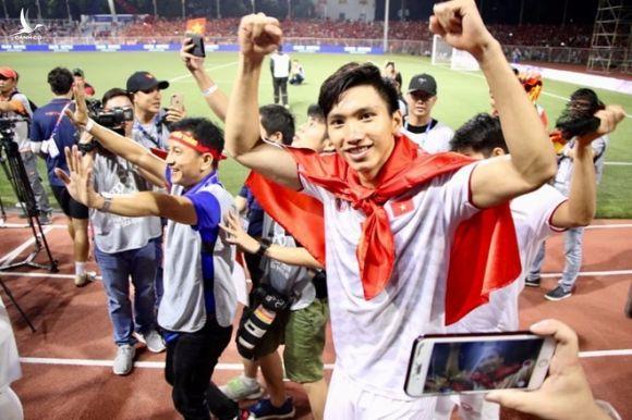 Văn Hậu về nhà và nỗi buồn bóng đá Việt - ảnh 1