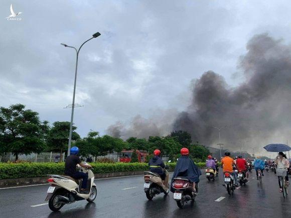 Giám đốc Công an tỉnh Bắc Ninh thông tin nhanh vụ cháy lớn tại khu công nghiệp Yên Phong - Ảnh 2.