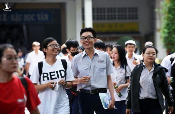 Bộ trưởng Phùng Xuân Nhạ đề xuất thi tốt nghiệp THPT làm 2 đợt - Ảnh 1.