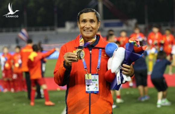 HLV Mai Đức Chung tiết lộ tin vui về vụ CLB Bồ Đào Nha hỏi mượn 2 ngôi sao nữ Việt Nam - Ảnh 3.