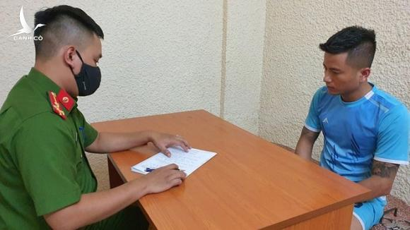 Nguyễn Tiến Huân tại cơ quan đ.iều tr.a /// Ảnh Cơ quan Công an cung cấp