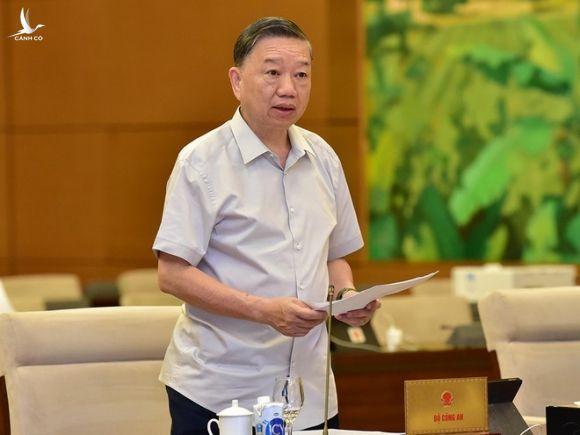Bộ trưởng Bộ Công an Tô Lâm trình bày tờ trình tại phiên họp /// Ảnh: Gia Hân