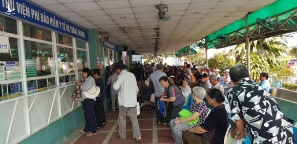 Người dân đi khám chữa bệnh bảo hiểm y tế tại các bệnh viện ở TP.HCM /// Ảnh: Duy Tính