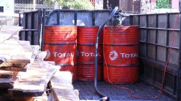 Điều tra đường dây làm dầu diesel giả từ vụ bắt quả tang tại một cửa hàng xăng - 1