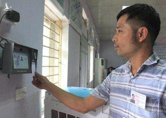 Trung tâm đào tạo lái xe ở Thường Tín, Hà Nội lắp thiết bị nhận diện khuôn mặt để kiểm soát học viên. Ảnh: Anh Duy.