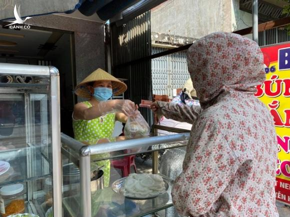 Đà Nẵng: Hàng quán đồng loạt mở cửa trong ngày đầu nới lỏng cách ly - 4
