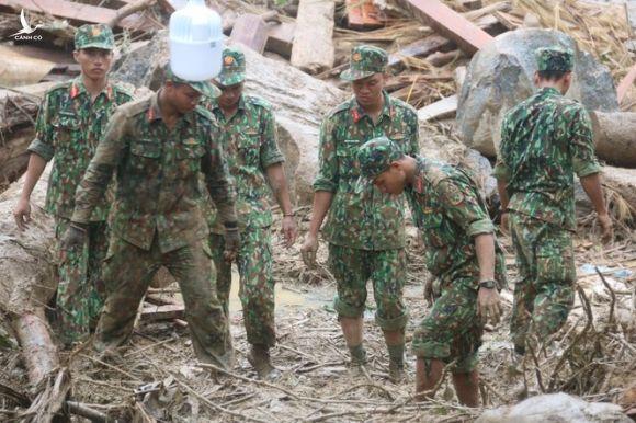Tìm thấy thêm 2 thi thể ở Trà Leng, vẫn chưa tìm thấy gia đình 7 người của Bí thư xã - ảnh 3