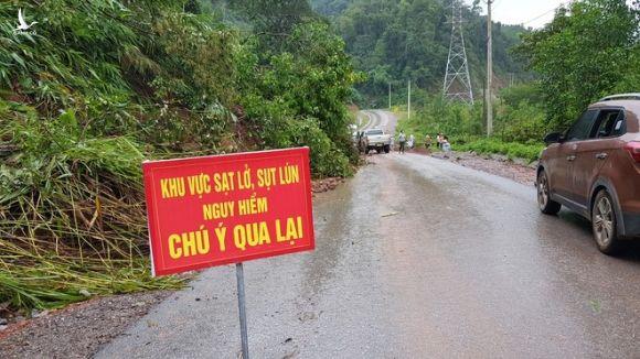Miền núi Quảng Trị đã no nước, rất dễ xảy ra sạt lở đất. /// ẢNH: NGUYỄN PHÚC