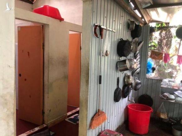 Hàng xóm nhà Chủ tịch huyện Phong Điền: 'Nhìn gia cảnh mà rớt nước mắt' - 3