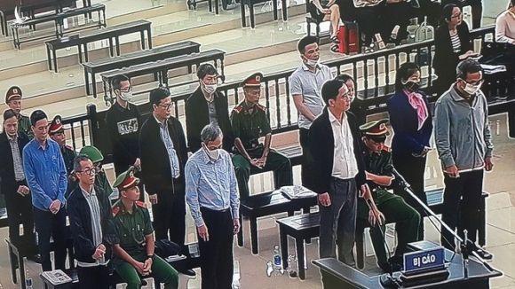 Các bị cáo nghe bản luận tội của đại diện Viện KSND TP.Hà Nội /// Ảnh Thái Sơn