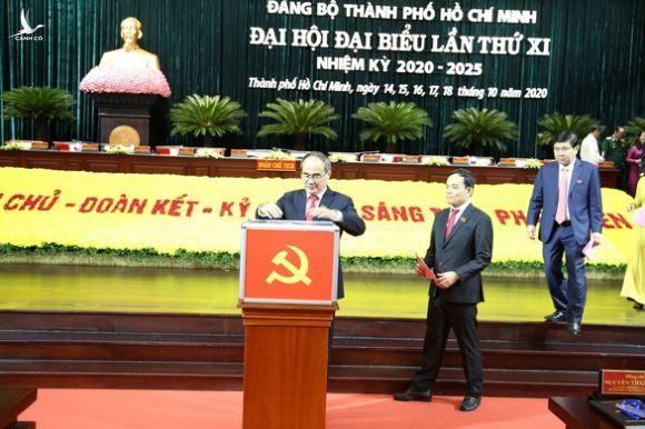 Đại hội Đảng bộ TP.HCM bỏ phiếu bầu Ban chấp hành nhiệm kỳ 2020-2025 - Ảnh 1.