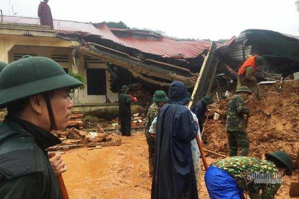 Hiện trường tìm kiếm cứu nạn 22 cán bộ, chiến sỹ bị vùi lấp ở Quảng Trị - Ảnh 6.