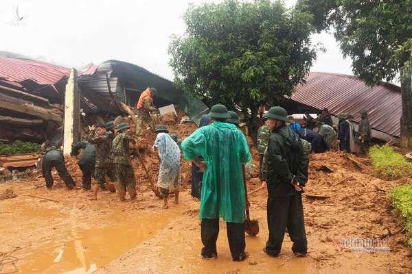 Hiện trường tìm kiếm cứu nạn 22 cán bộ, chiến sỹ bị vùi lấp ở Quảng Trị - Ảnh 10.