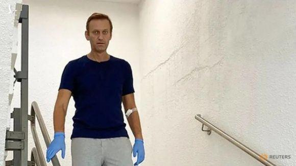 Người phát ngôn Điện Kremlin tố chính trị gia Navalny làm việc với CIA - Ảnh 1.