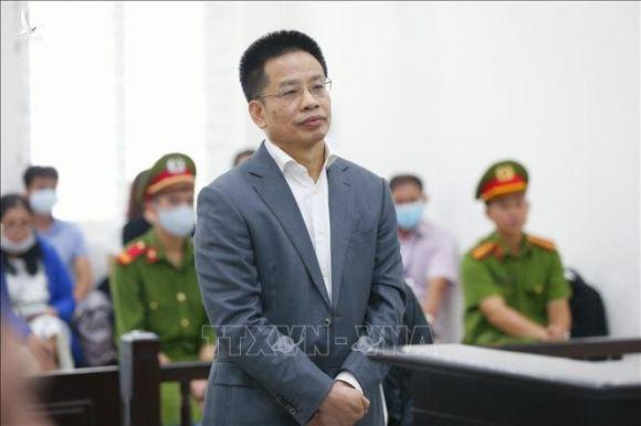 Bị cáo Nguyễn Xuân Sơn lĩnh án trong vụ nhận lãi ngoài của Oceanbank - Ảnh 1.
