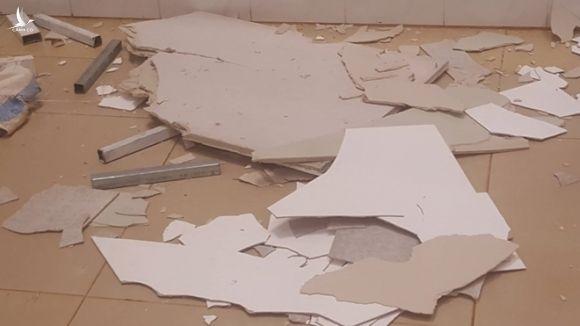 Trần nhà bệnh viện nghìn tỷ đổ sập, bệnh nhân hốt hoảng bỏ chạy - Ảnh 3.