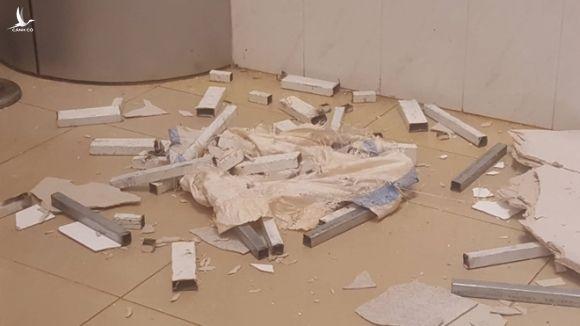 Trần nhà bệnh viện nghìn tỷ đổ sập, bệnh nhân hốt hoảng bỏ chạy - Ảnh 4.