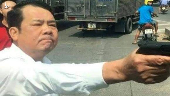 Truy tố giám đốc công ty bảo vệ dọa 'bắn vỡ sọ' tài xế xe tải - ảnh 1