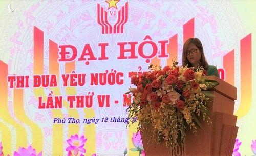 Co Ha Anh Phuong nhan bang khen anh 1