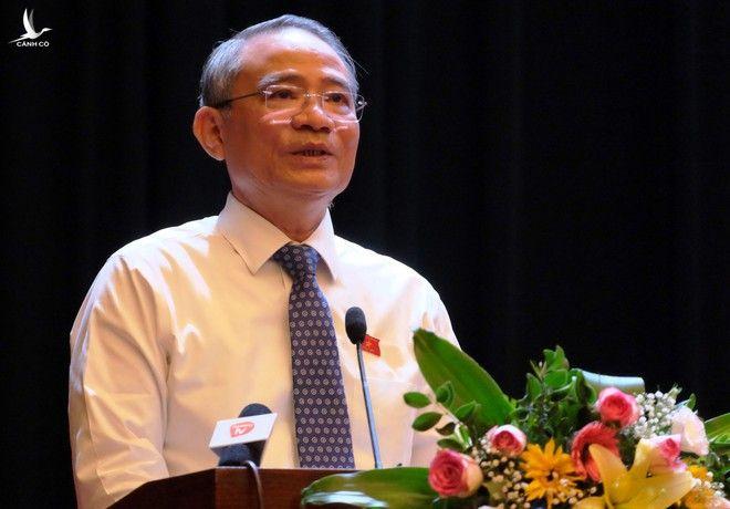 Nguyên Bí thư Thành ủy Đà Nẵng, Trưởng đoàn ĐBQH TP Trương Quang Nghĩa thông tin, giải trình một số vấn đề cử tri quan tâm /// Ảnh: Hoàng Sơn