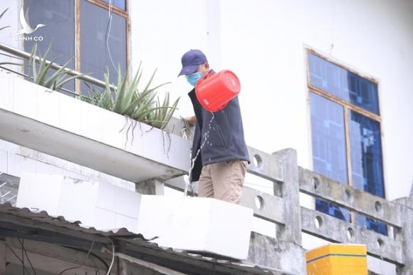 Thuê ô tô chắn gió - Cách chống bão đặc biệt của người dân Đà Nẵng - 3