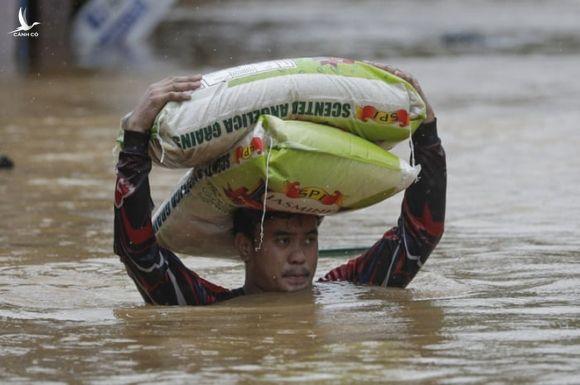 Cuồng phong Vamco - Cơn bão số 13 đang vào Biển Đông vừa khiến Philippines khốn đốn thế nào? - Ảnh 8.