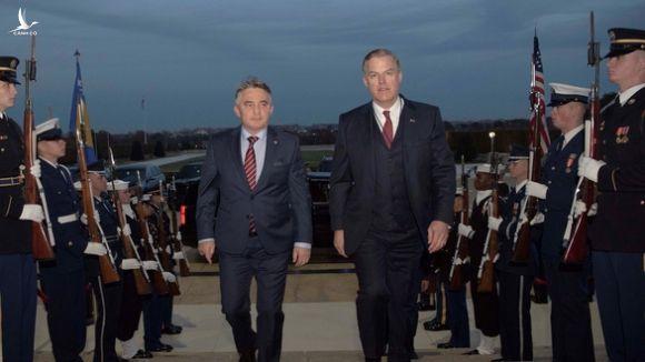 3 quan chức Bộ Quốc phòng Mỹ từ chức - Ảnh 1.