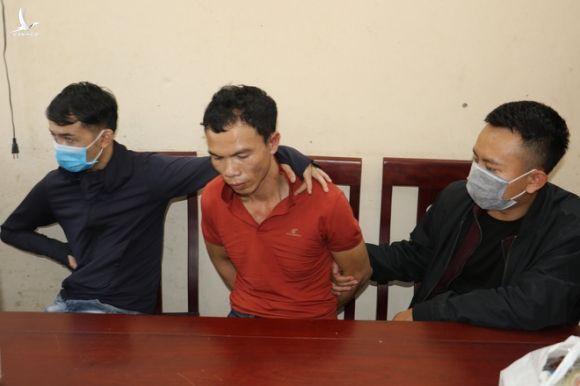Ông trùm giấu ma túy ở nhà người yêu, nổ súng bắn liên tiếp vào công an khi bị vây bắt - Ảnh 1.