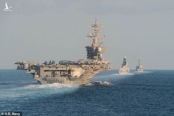 Bóng hồng đầu tiên chỉ huy tàu sân bay hạt nhân Mỹ - 2