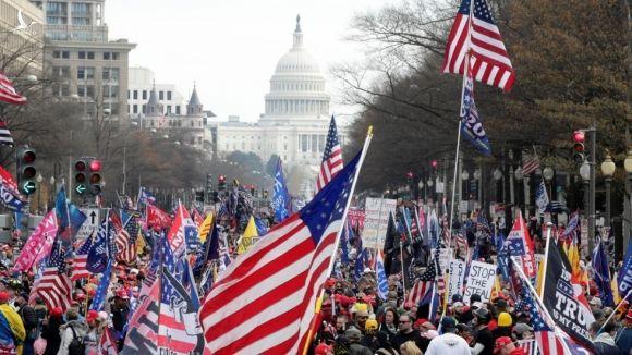 Hàng nghìn người đã tuần hành từ điện Capitol về phía công viên quốc gia National Mall. Ảnh: AP