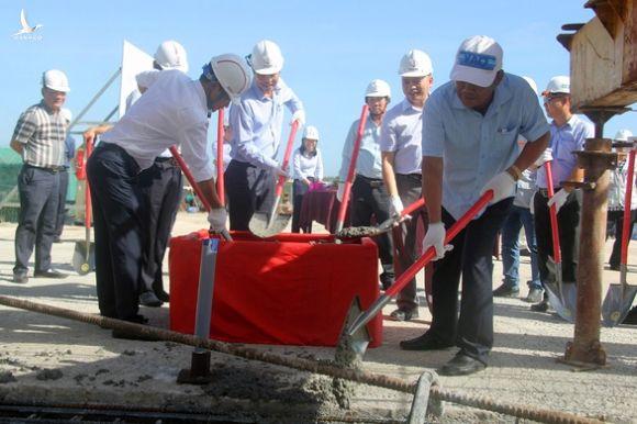 Hợp long cầu vượt nút giao đường 319 với cao tốc TP.HCM - Long Thành - Dầu Giây - Ảnh 1.