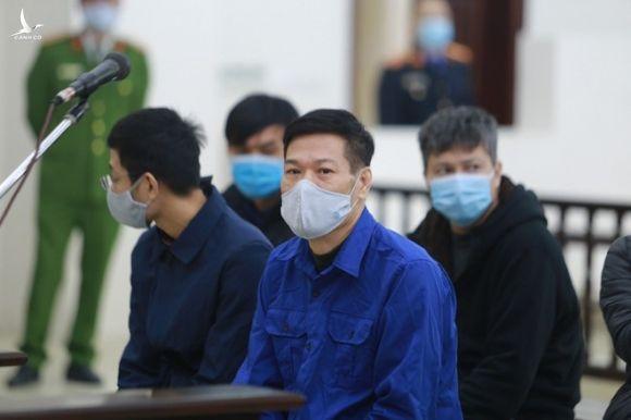 An ninh siết chặt tại phiên xét xử 6 cựu lãnh đạo, cán bộ CDC Hà Nội - ảnh 1