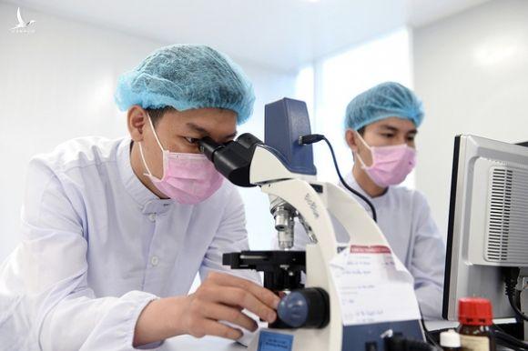 Nhiều người dân tình nguyện thử vắc xin COVID-19 của Việt Nam - Ảnh 1.