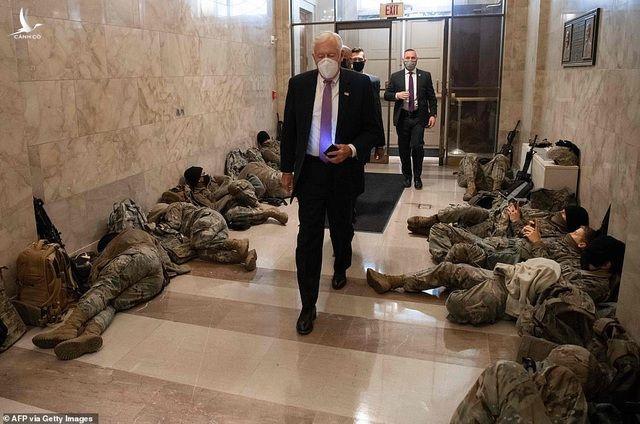 Hàng trăm vệ binh ngủ trên sàn nhà quốc hội Mỹ - 8