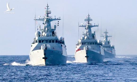 Chiến hạm hải quân Trung Quốc diễn tập tại Biển Đông, ngày 4/1. Ảnh: PLA.