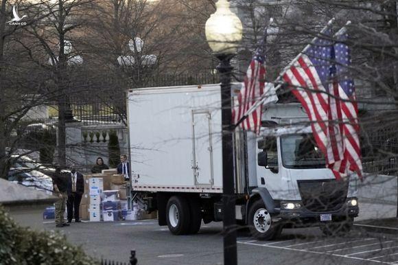 Ông Trump thu dọn đồ đạc rời khỏi Nhà Trắng ra sao? - Ảnh 1.